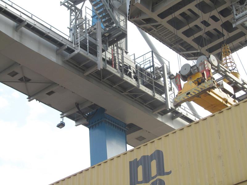 Passerelle de maintenance pour portique portuaire